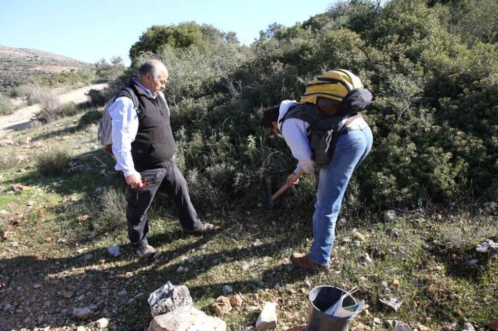 Surveying plant biodiversity in Bethlehem © Mohammad Najajrah